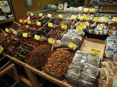 Fisch in uns vorstellbaren Formen: Nishiki-Markt in Kyoto
