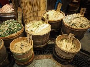 Eingelegtes Gemüse auf dem Nishiki-Markt in Kyoto