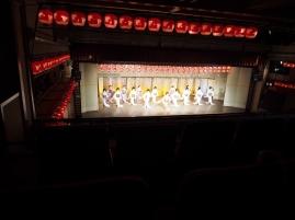 Bezaubernd! Geishas tanzen in einem Theater in Gion, Kyoto