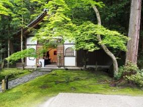 Sehr schöner, kleiner Tempel: der Honen-in