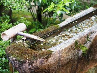 Wasser trifft auf Geld im Shoren-in, Kyoto