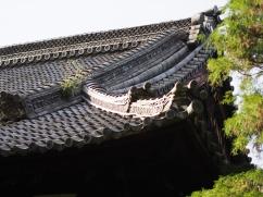 Eleganter Schwung: Tempeldach in Kyoto