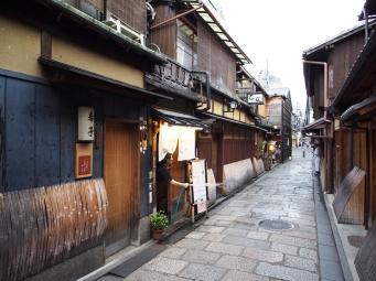 Schnell noch sauber machen, bevor die Kundschaft kommt: Restaurant in Gion, Kyoto