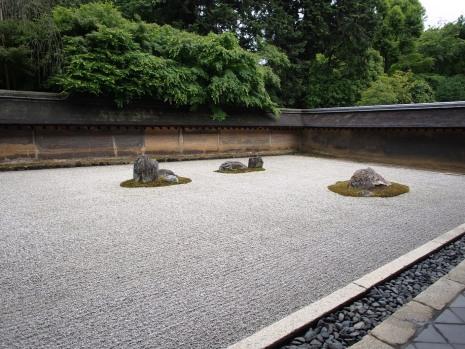 Ein kontemplativer Ort: der Steingarten vom Ryoan-ji, Kyoto
