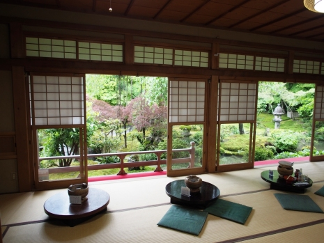Im Tempelrestaurant des Ryoan-ji kann man gute Tofu-Gerichte essen mit Blick auf den Garten