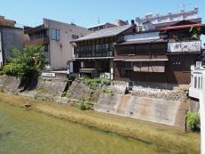 Häuser am Miyagawa-Fluss in Takayama