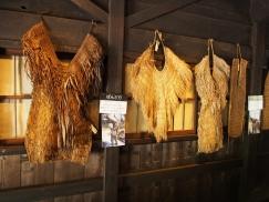 Gegen die harschen Winter schützten sich die Einwohner der japanischen Alpen mit solchen Stroh-Überziehern