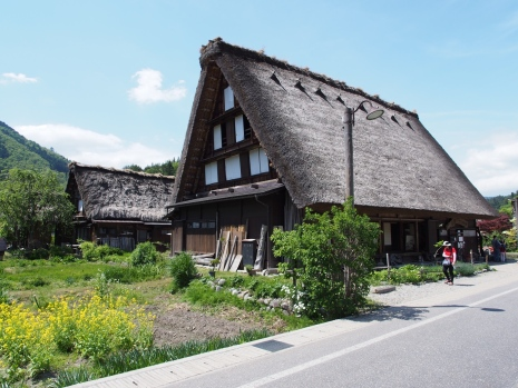 In Ogimachi wurden viele alte Häuser aus der Region abgetragen und wieder aufgebaut